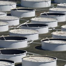 مخزونات النفط والوقود الأميركية تتراجع.. وبرنت عند 72 دولاراً