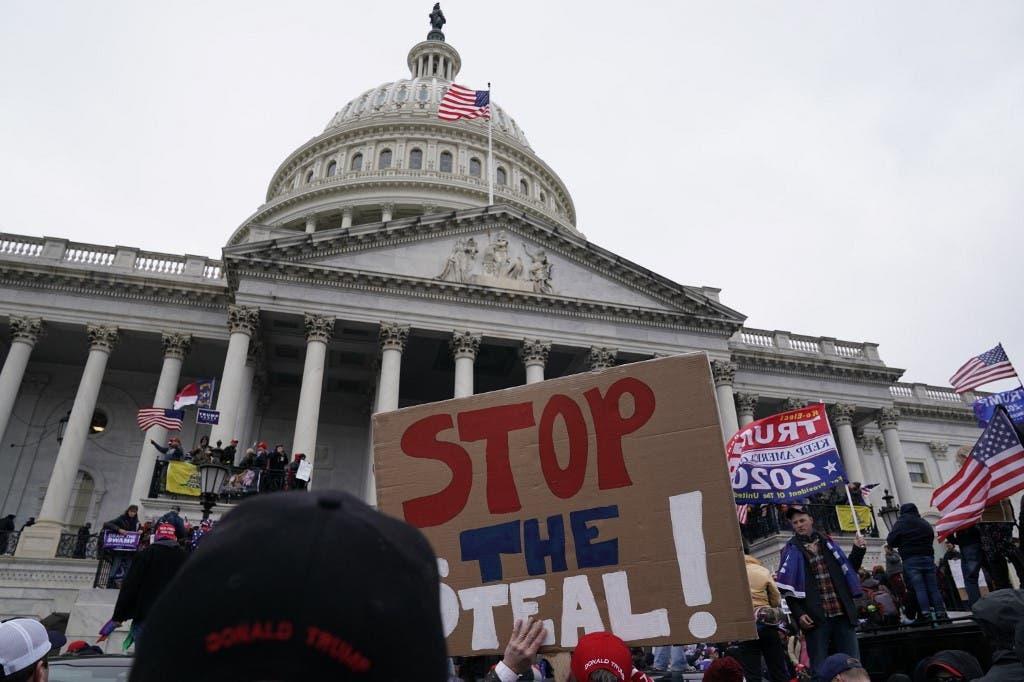 من الاحتجاجات بمحيط مبنى الكابيتول