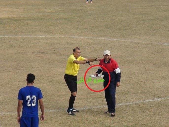صورة طريفة من مصر.. كوب شاي للحكم وسط الملعب