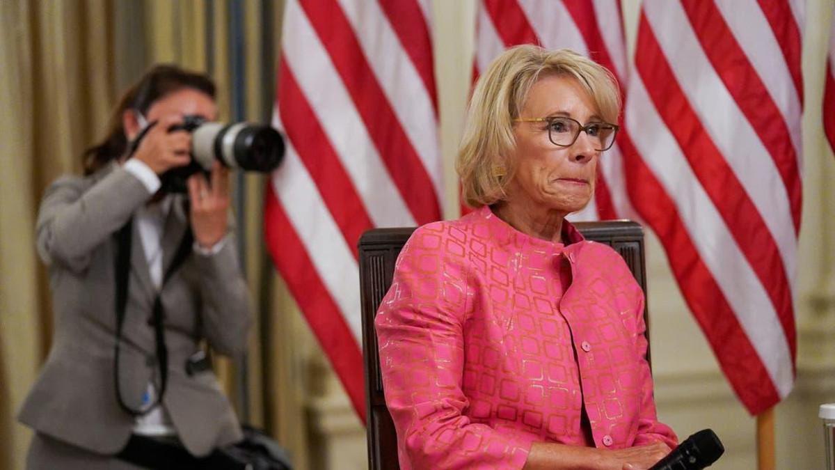امریکی حکومت میں خاتون وزیر ٹرانسپورٹ ایلن چاؤ