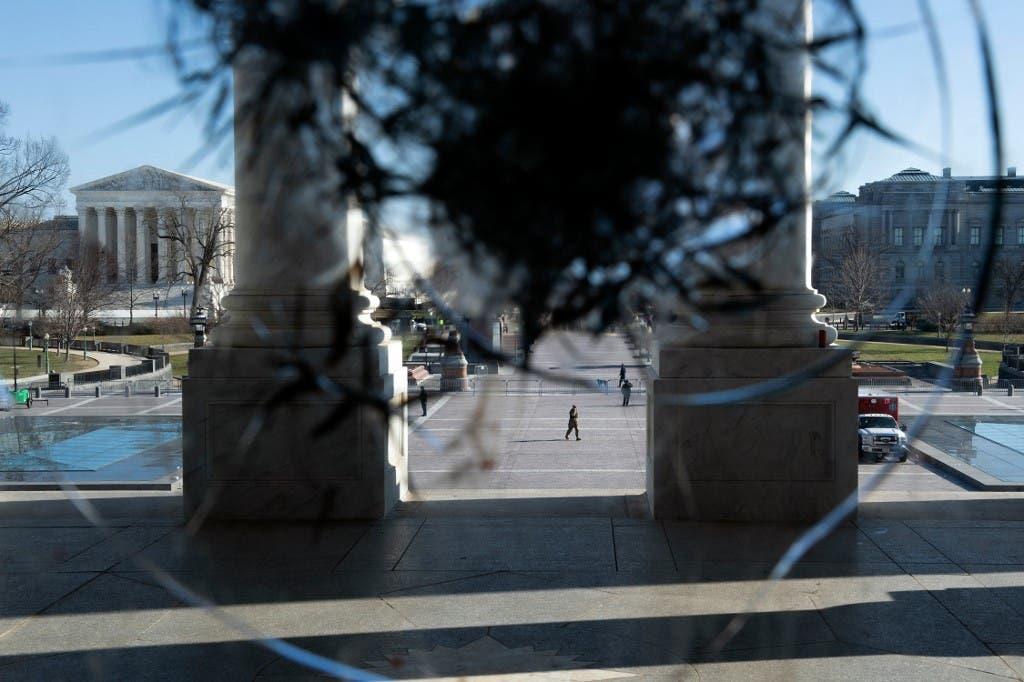 أثار رصاص في مبنى الكابيتول بواشنطن بعد ليلة من الفوضى الدامية خلفها أنصار ترمب- فرانس برس