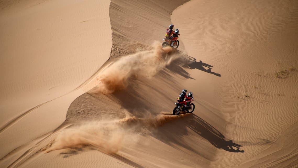 Australian biker Toby Price (top) and Argentinian biker Kevin Benavides compete during Stage 4 of the Dakar Rally 2021 between Wadi Ad-Dawasir and Saudi Arabia's capital Riyadh, on January 6, 2021. FRANCK FIFE / AFP