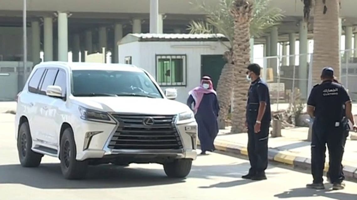 The first Qatari vehicle crosses Salwa border into Saudi Arabia since the border reopened. (Screengrab)