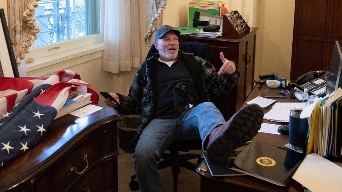 Richard Barnett photographed inside Nancy Pelosi's office. (Twitter)