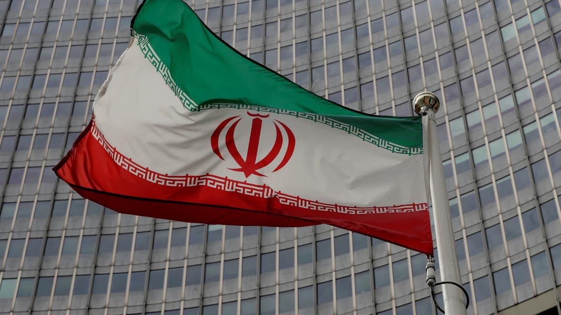 علم إيران أمام مبنى الوكالة الدولية للطاقة الذرية في فيينا (أرشيفية- رويترز)