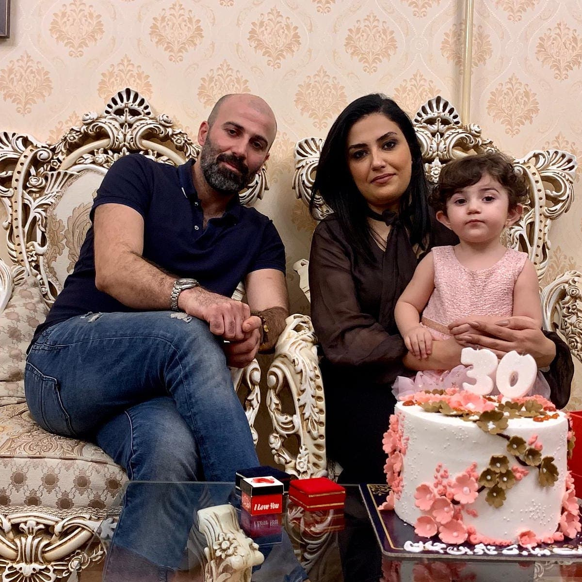 خواهر او آوین با همسر و دخترش