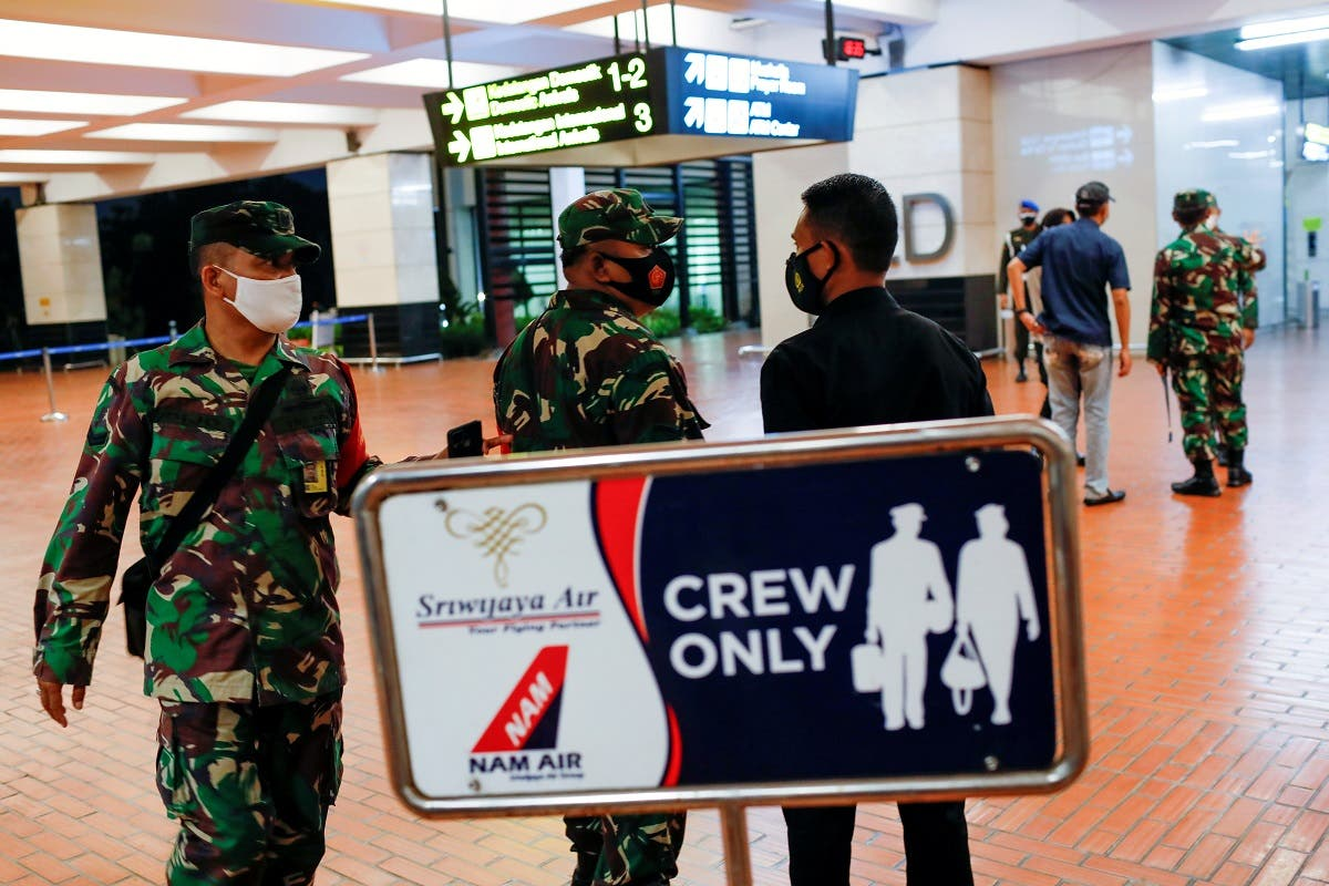 Indonesian soldiers are seen at Soekarno-Hatta International Airport after Sriwijaya Air plane flight SJ182 with more than 50 people on board lost contact. (Reuters)