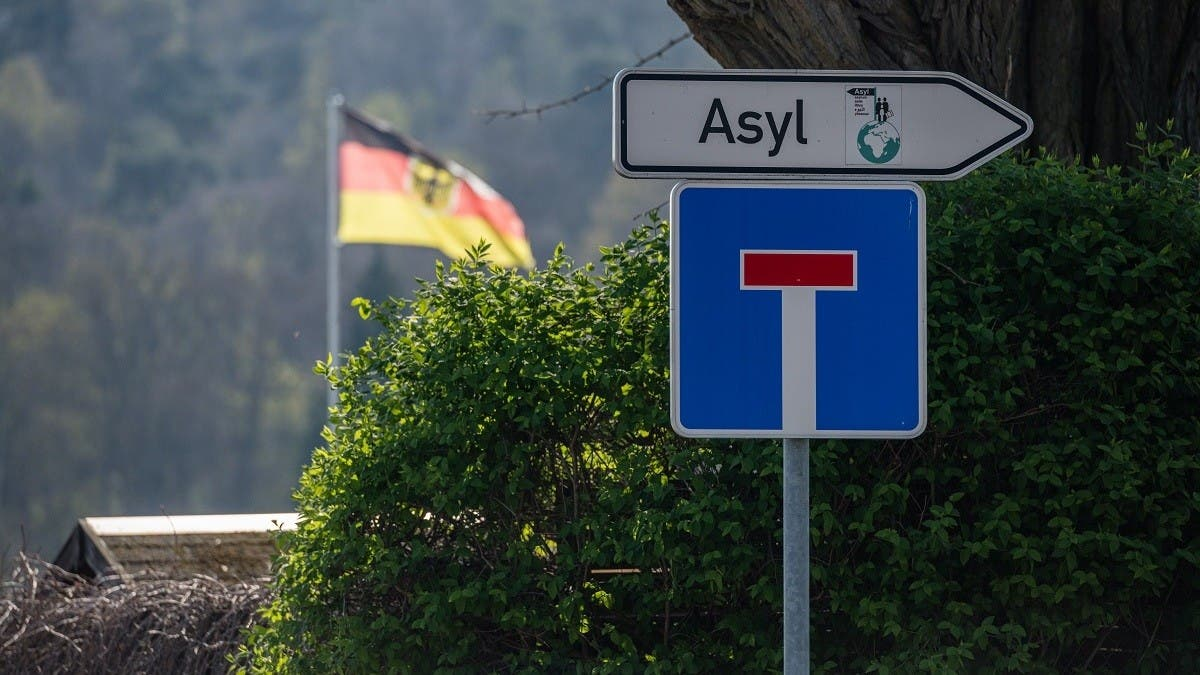 Germany sees sharp drop in asylum requests in 2020 due to closed borders, lockdowns thumbnail
