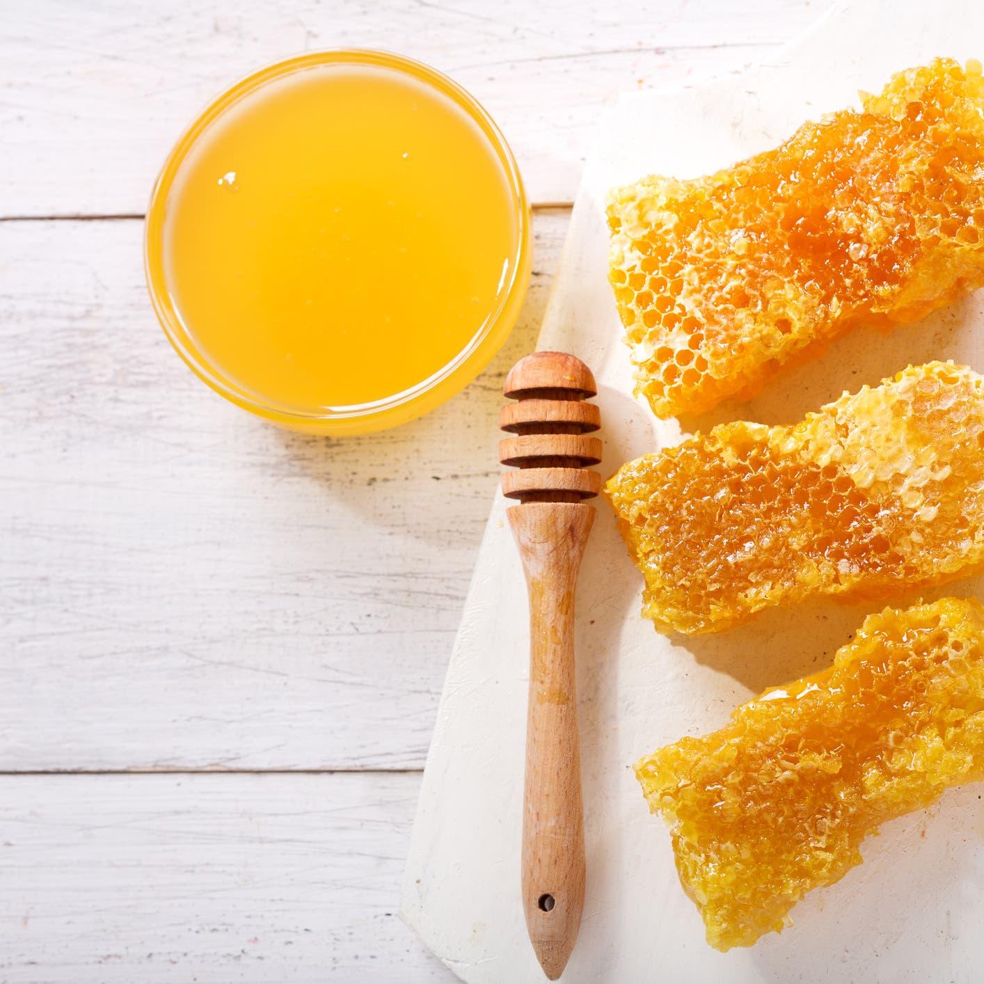 15 سبباً وجيها لاستعمال العسل في العناية بالبشرة والشعر