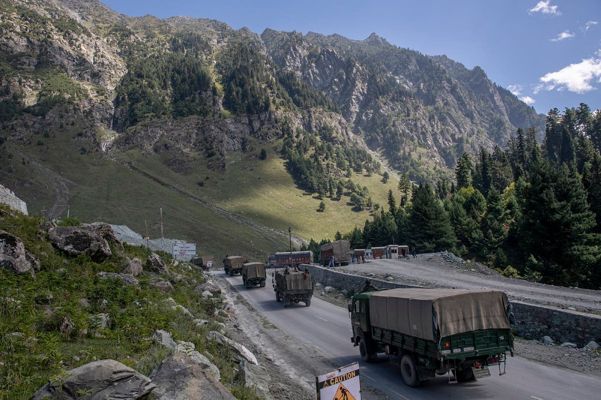 An Indian army convoy moves on the Srinagar-Ladakh highway at Gagangeer, northeast of Srinagar, Indian-controlled Kashmir. (File photo: AP)