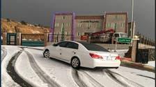 شاهد.. بعد 50 عاماً منطقة سعودية تصحو على تساقط الثلوج