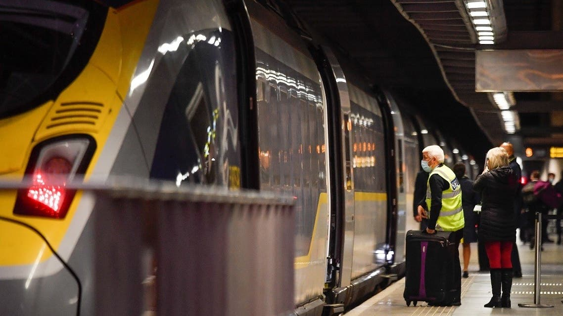 People stand on the platform next to the last scheduled Eurostar train from London to Paris. (File photo: Reuters)