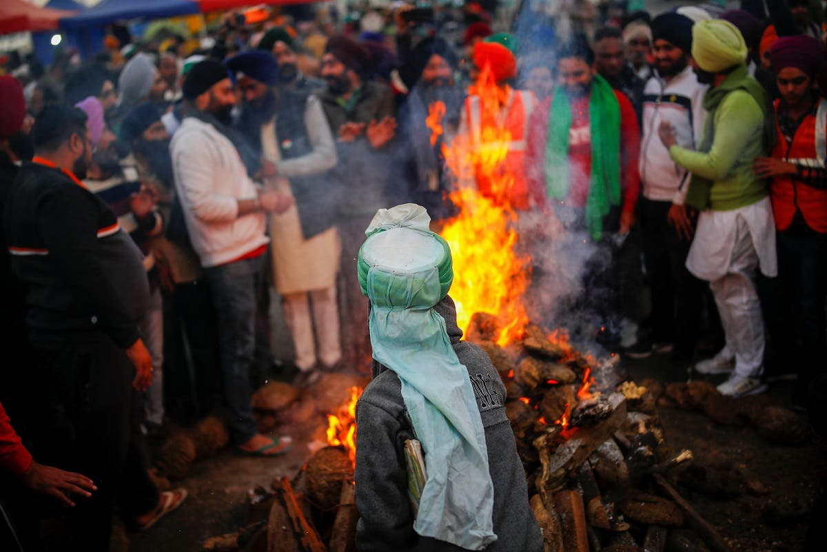 Farmers burn farm law copies in a bonfire as they celebrate the Lohri festival, at the site of a protest against the new farm laws, at the Delhi-Uttar Pradesh border in Ghaziabad, India January 13, 2021. (Reuters)