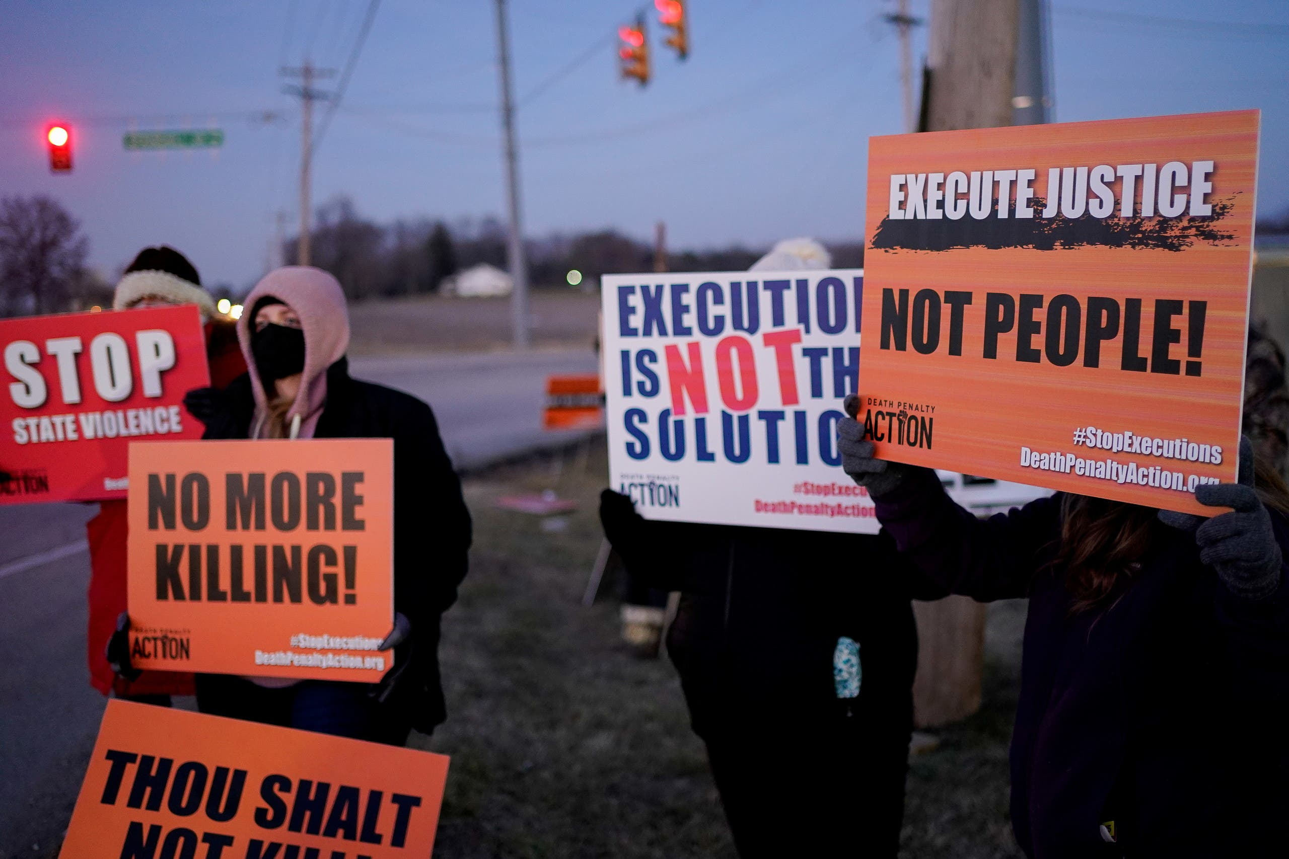 Activists in opposition to the death penalty gather to protest the execution of Lisa Montgomery. (Reuters)