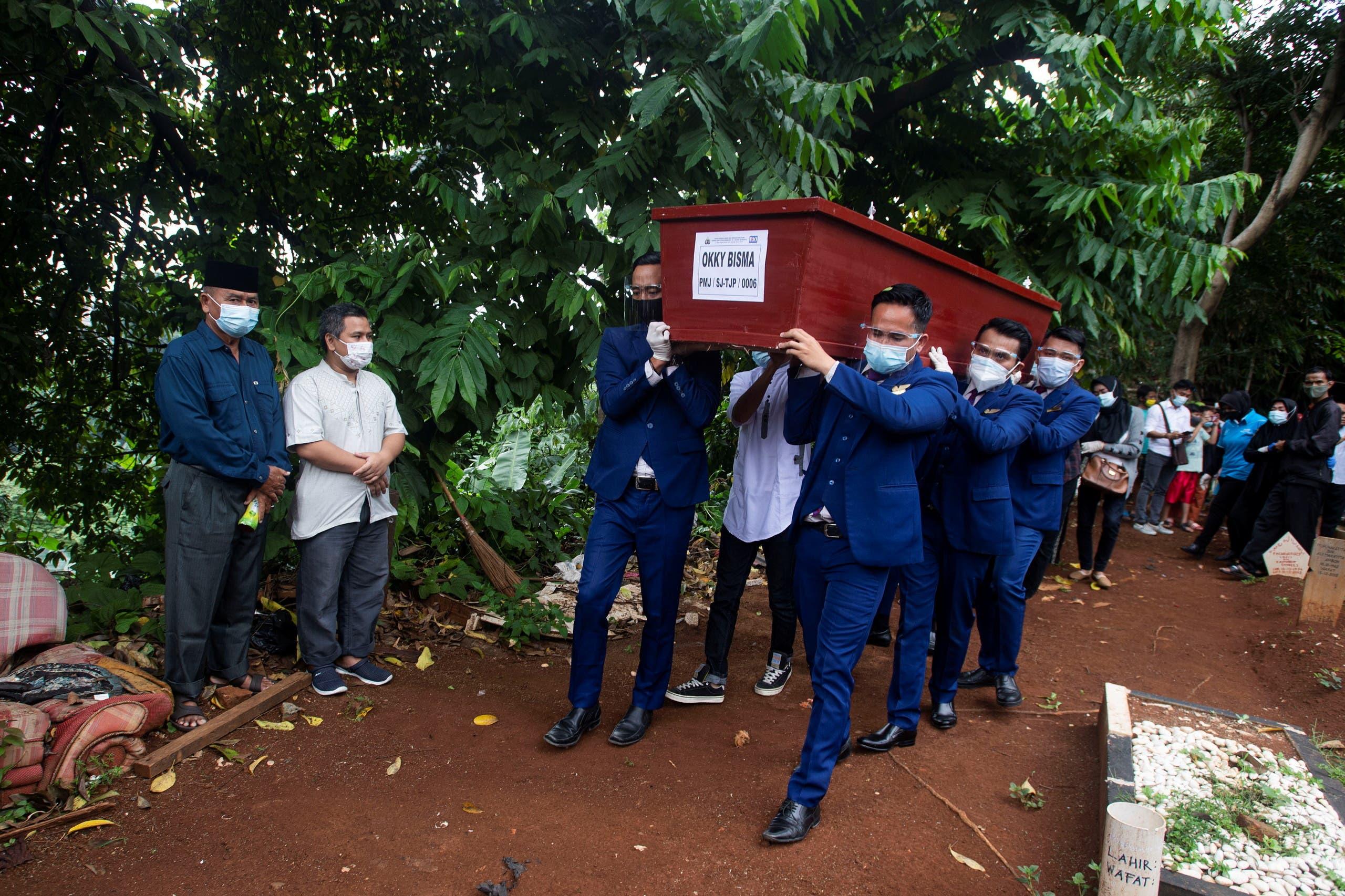 دفن مضيفة طيران تم تحديد هويتها بعد العثور على رفاتها