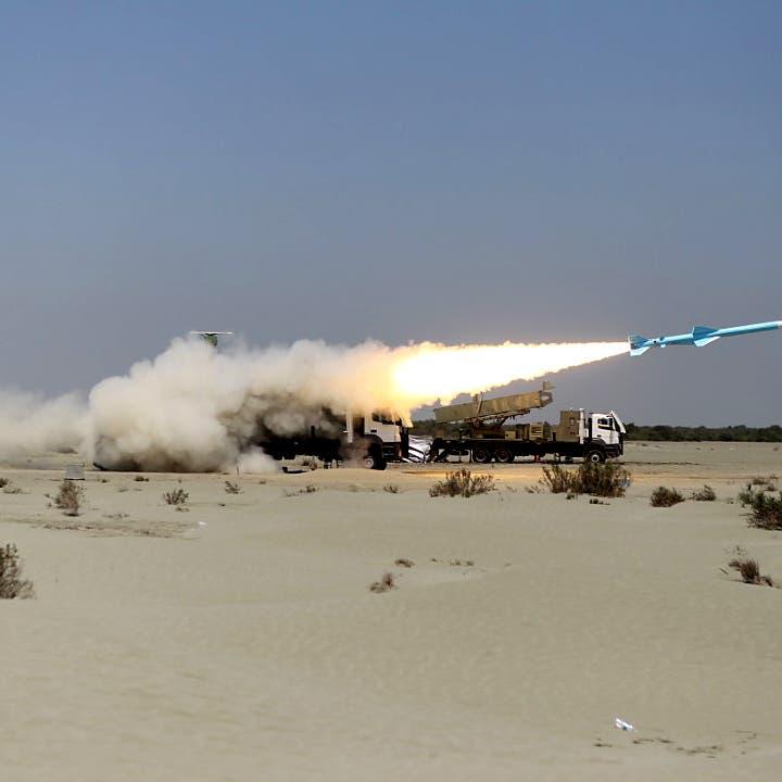 إيران تطلق صواريخ كروز أثناء مناورات بحرية
