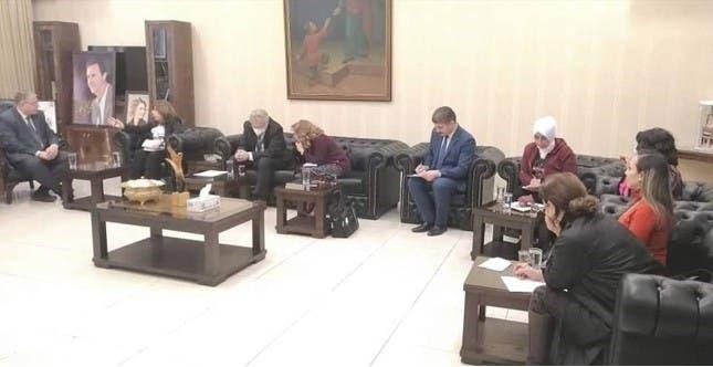 عکس اسما al اسد در دفتر وزیر آموزش و پرورش