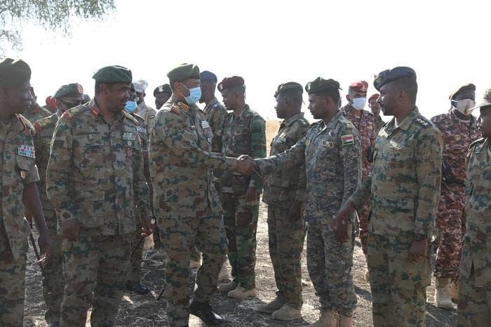 البرهان خلال زيارته الأربعاء للمنطقة الحدودية مع إثيوبيا