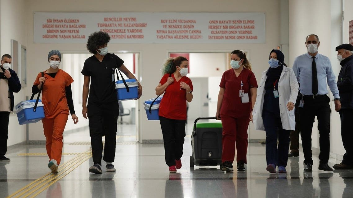 Health workers carry Sinovac's CoronaVac COVID-19 vaccine boxes at Sancaktepe Sehit Dr. Ilhan Varank Training and Research Hospital, in Istanbul, Turkey January 14, 2021. (Reuters)
