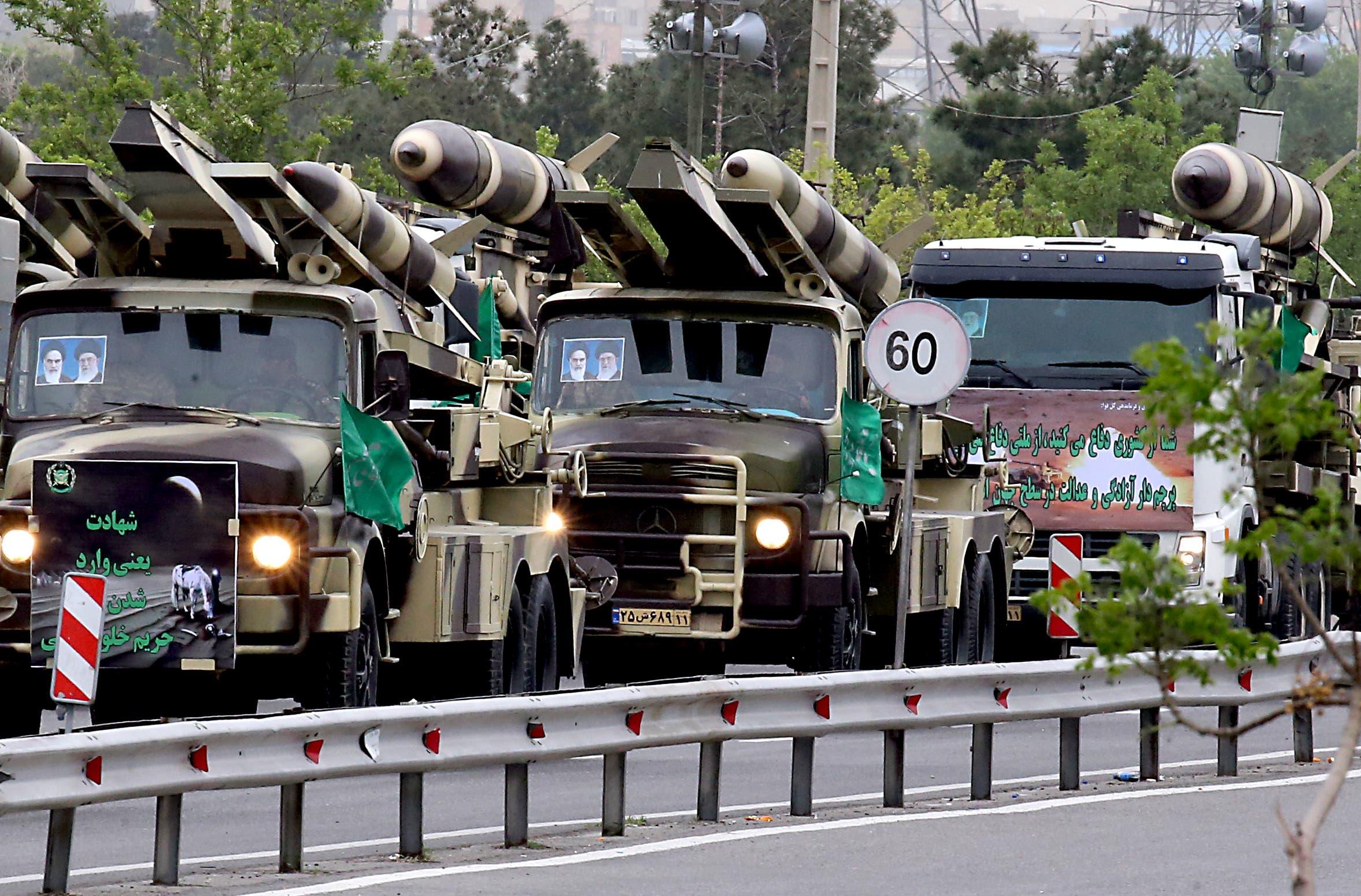 استعراض أسلحة إيرانية خلال عرض عسكري في طهران في 2019 (أرشيفية)