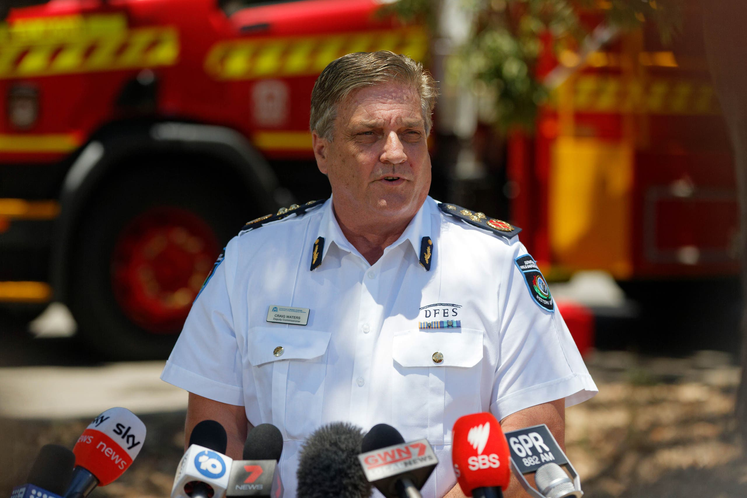 Craig Waters, Deputy Commissioner of the Western Australian Department of Fire and Emergency Services, briefs the media on the latest situation on bush fires in Kwinana, some 30 kilometres south of Perth on January 4, 2021. (AFP)