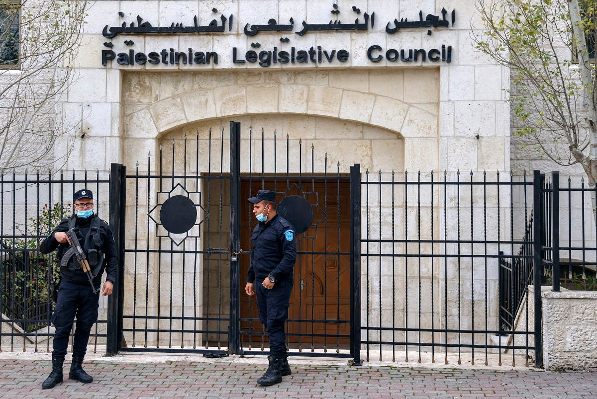 Members of the Palestinian security forces stand guard outside the Legislative Council building in the occupied-West Bank town of Ramallah, on January 16, 202. (Ahmad Gharabli/AFP)
