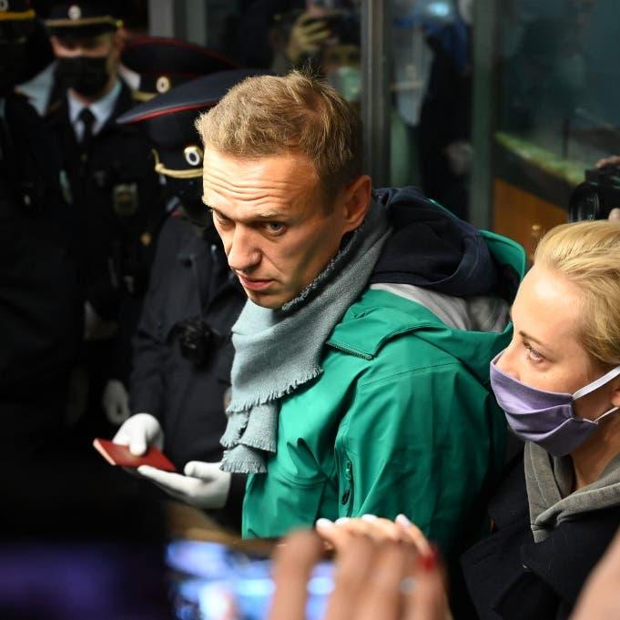أثناء ختم جواز سفره.. شرطة موسكو تعتقل معارض بوتين