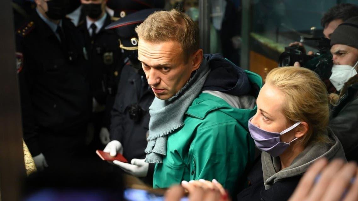 لحظة اعتقال الشرطة الروسية نافالني في موسكو