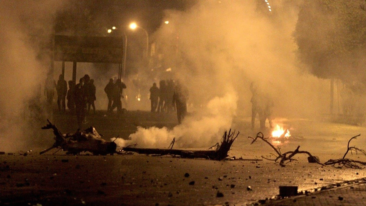 Tunisia govt says dozens arrested during night disturbances despite lockdown thumbnail