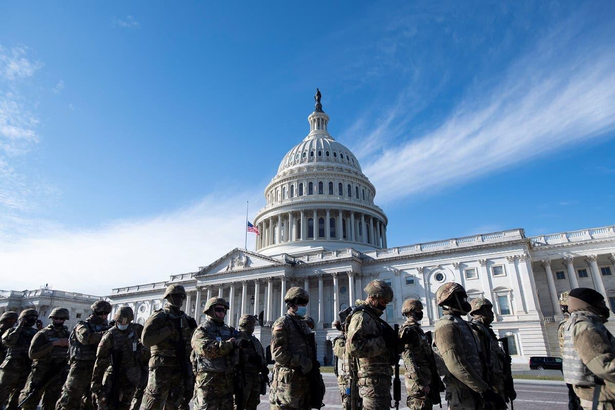 أفراد الحرس الوطني قرب مبنى الكابيتول