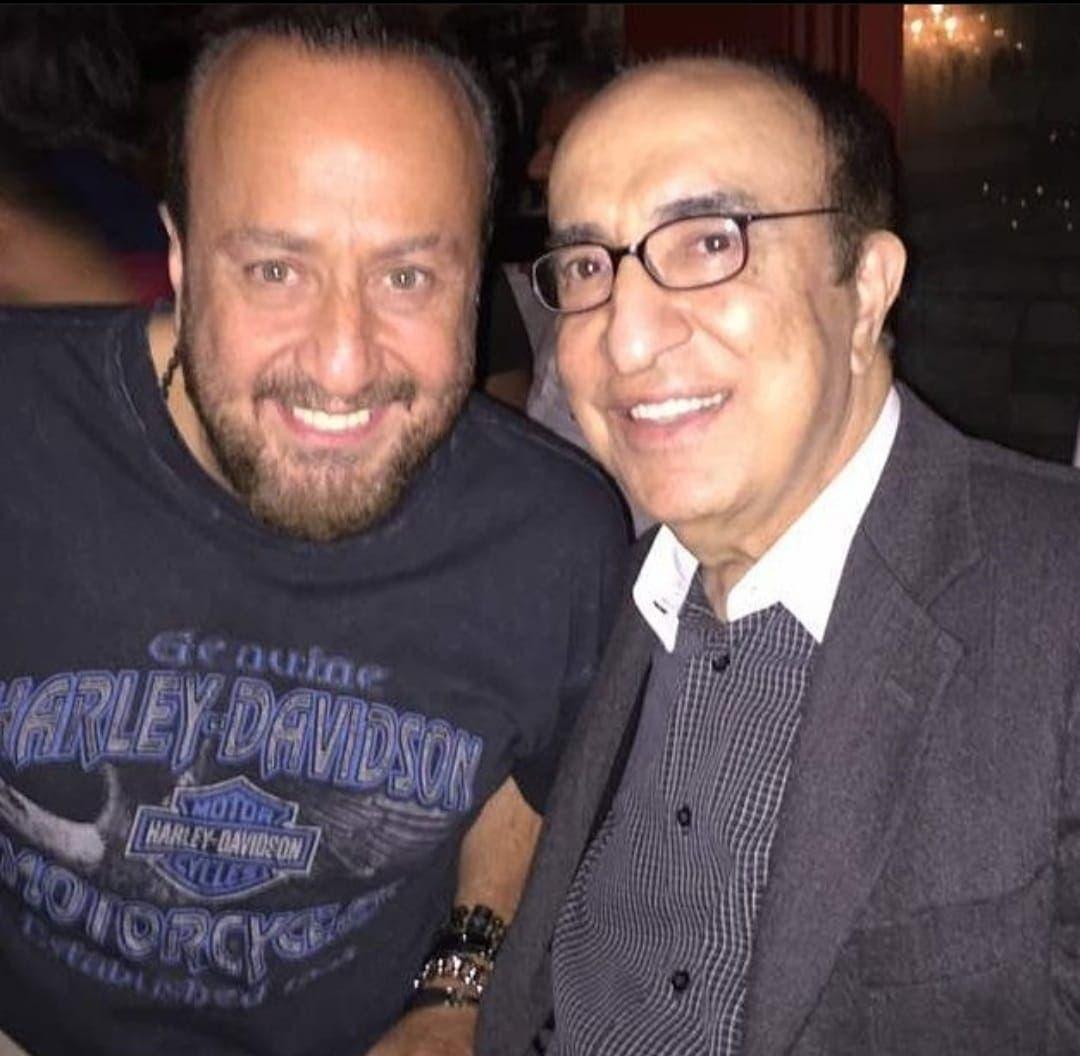 غسان مع والده