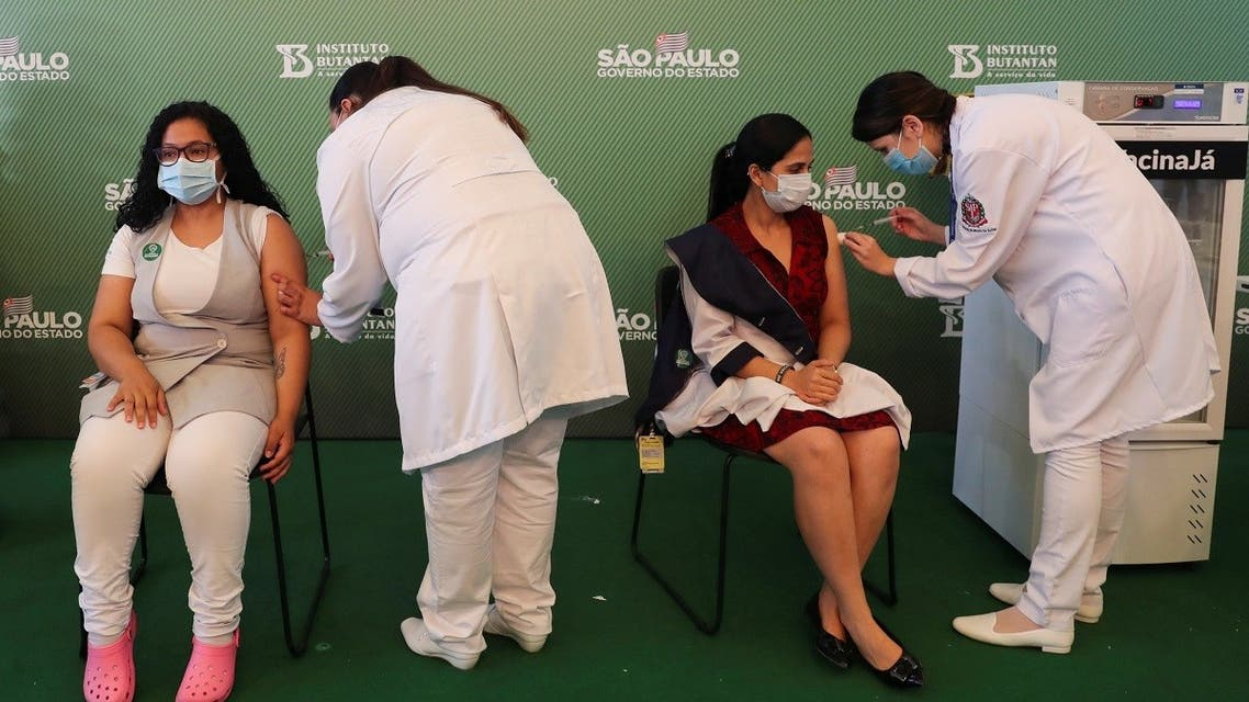 Health care workers receive a dose of the Sinovac's coronavirus disease (COVID-19) vaccine, after Brazil health regulator Anvisa approved its emergency use at Hospital das Clinicas in Sao Paulo, Brazil January 17, 2021. (Reuters/Amanda Perobelli)
