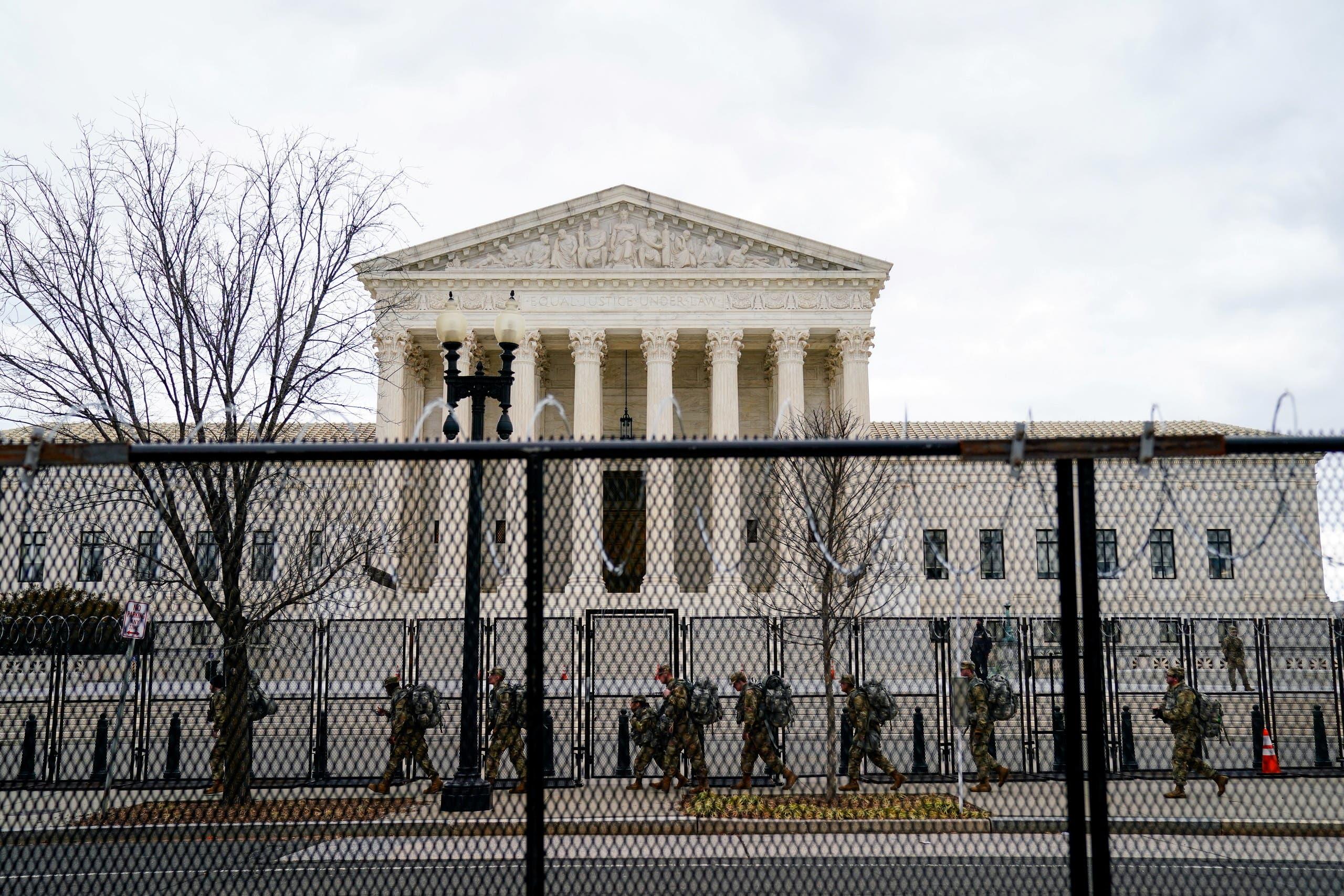 قوات الحرس الوطني أمام المحكمة العليا في واشنطن يوم 17 يناير