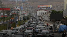 حوثی ملیشیا کی تیل کی بلیک مارکیٹنگ، صنعا میں پٹرول پمپوں پر لمبی لائنیں