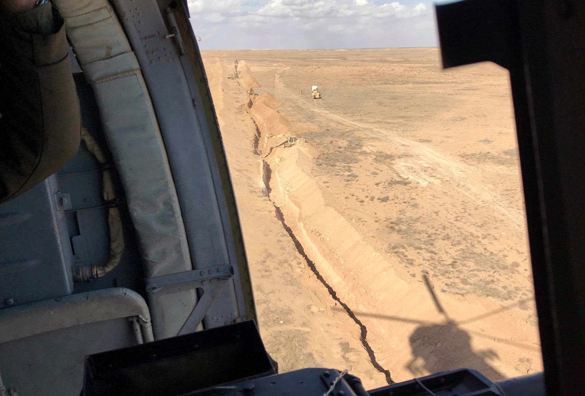 حفر خنادق على الحدود العراقية السورية