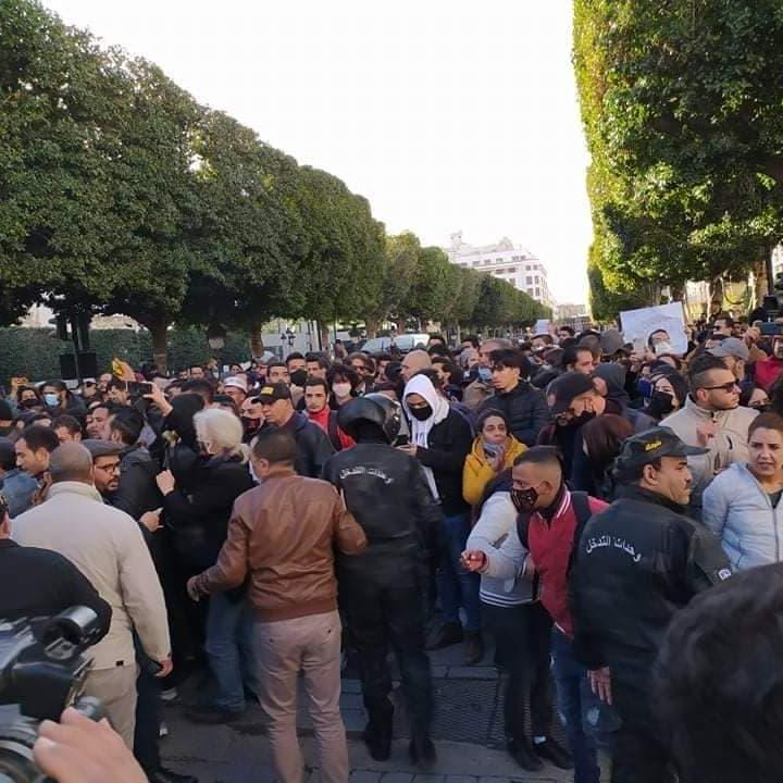 تونس.. مظاهرات تتحول إلى صدامات مع الشرطة