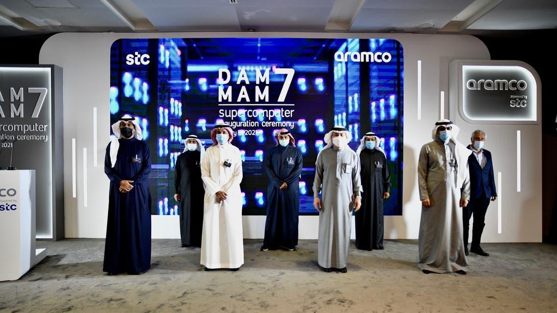 رئيس أرامكو السعودية وكبير إدارييها التنفيذيين، المهندس أمين الناصر في صورةجماعية مع مسؤولي الشركات.