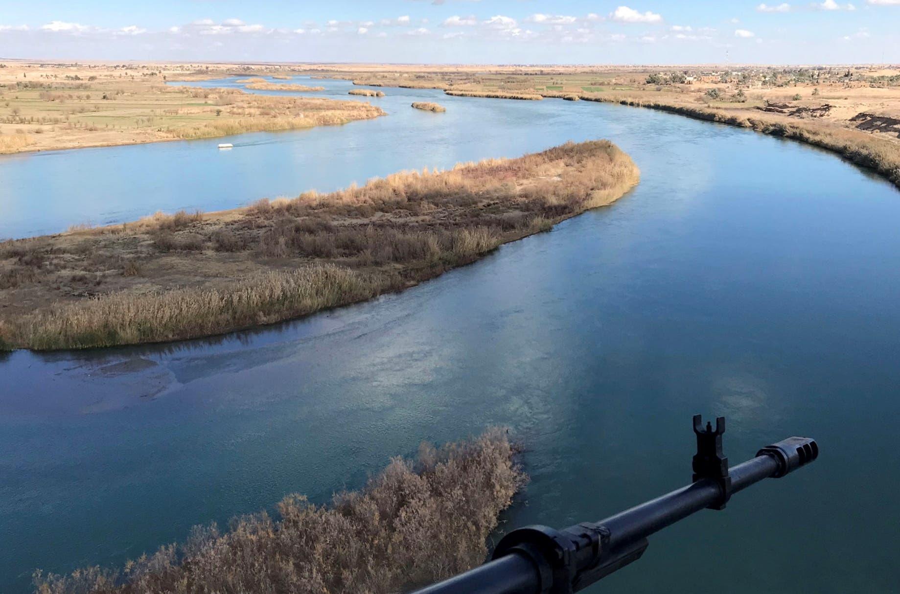 نهر الفرات في منطقة القائم الحدودية بين العراق وسوريا