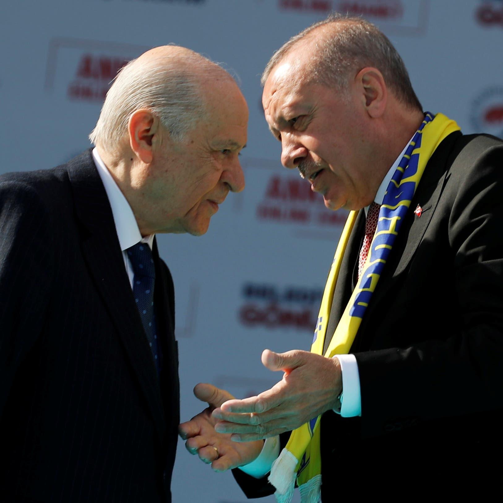 حليف أردوغان يهدد صحفيين.. وردود فعل عنيفة تجاهه