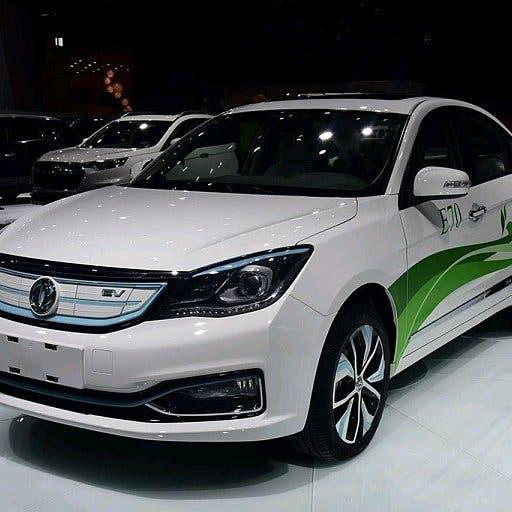 مصر توقع اتفاقاً لإنتاج 25 ألف سيارة كهربائية سنويا