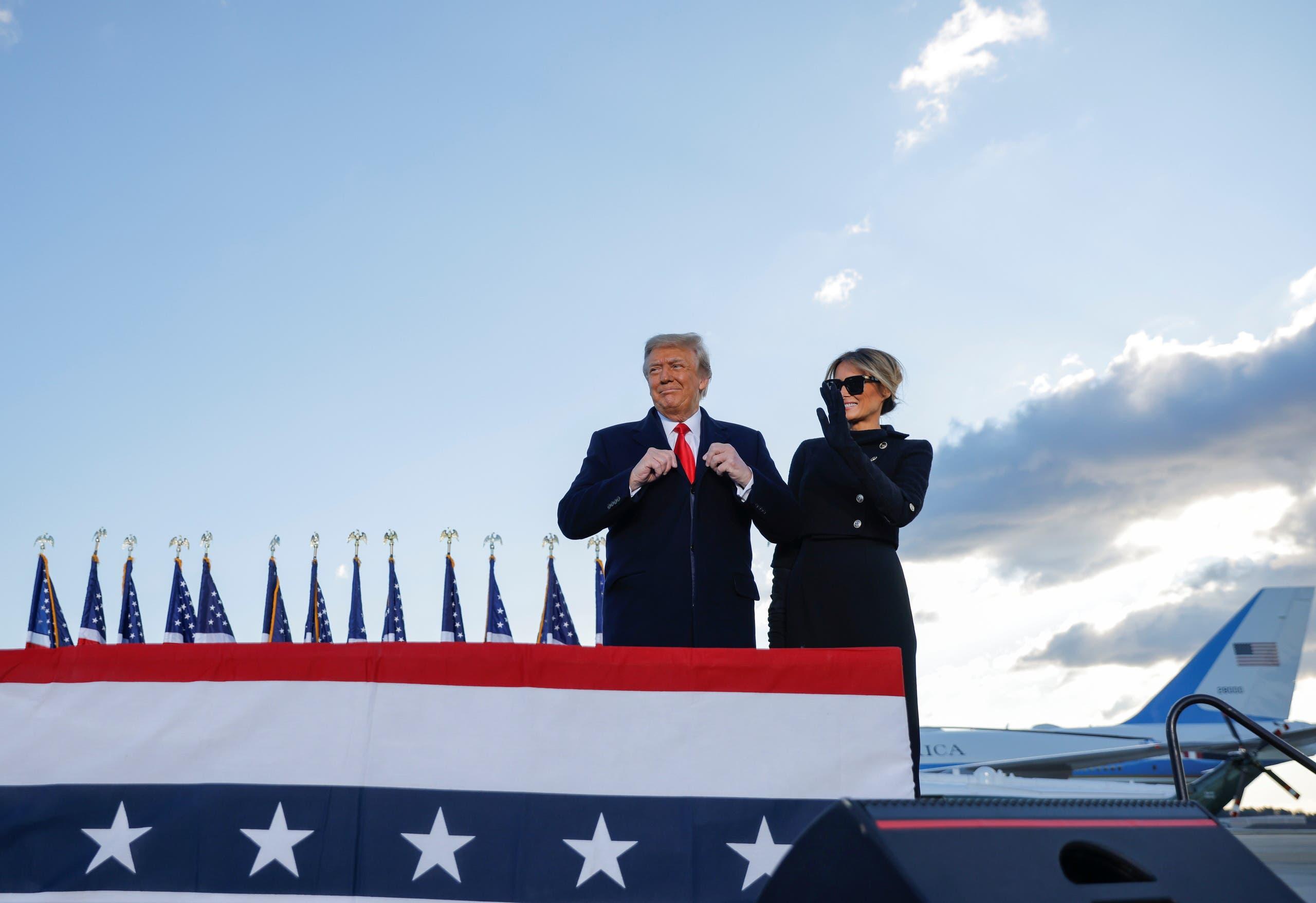 الرئيس دونالد ترمب قبل المغادرة