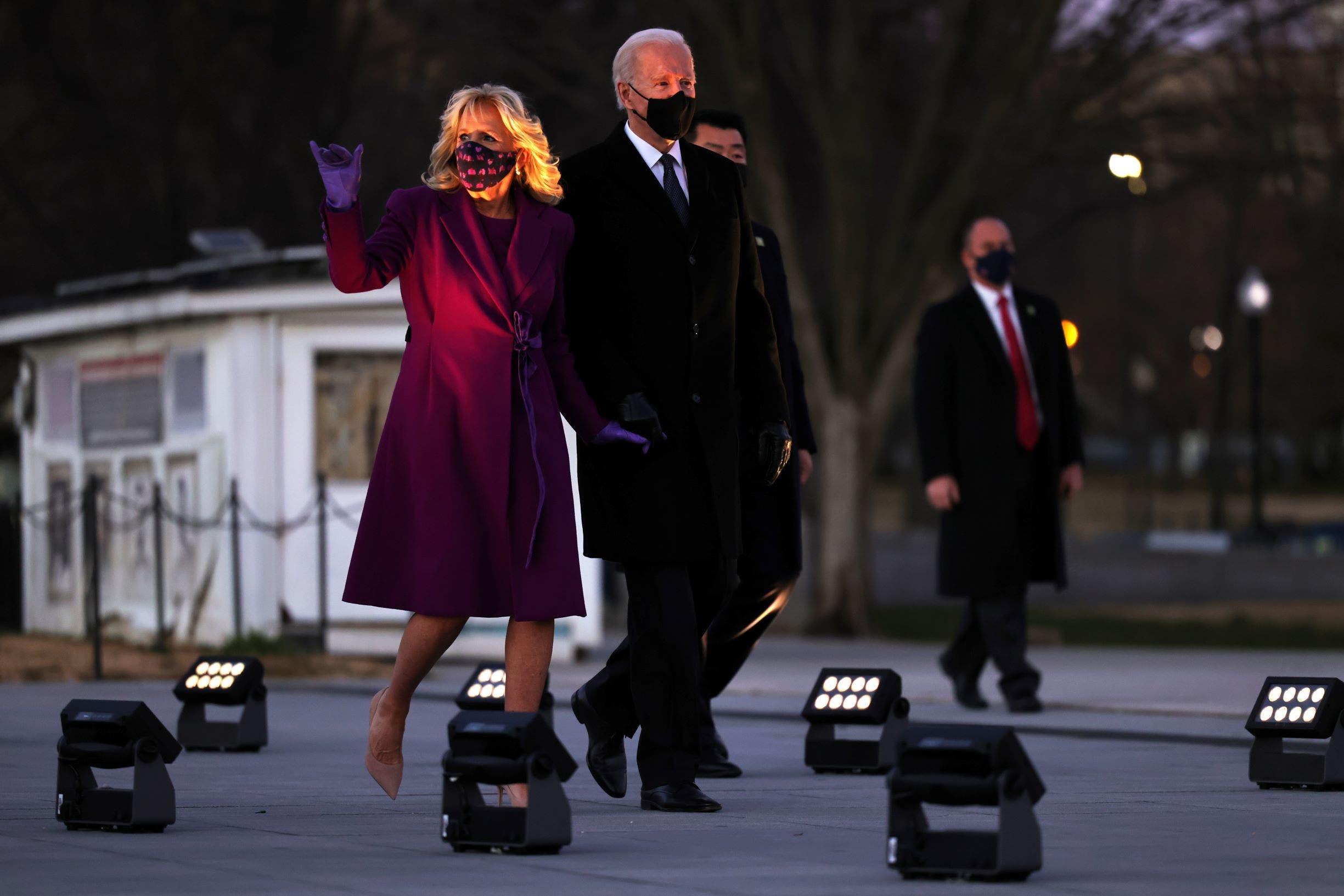 الرئيس بايدن وزوجته لدى وصولهما واشنطن