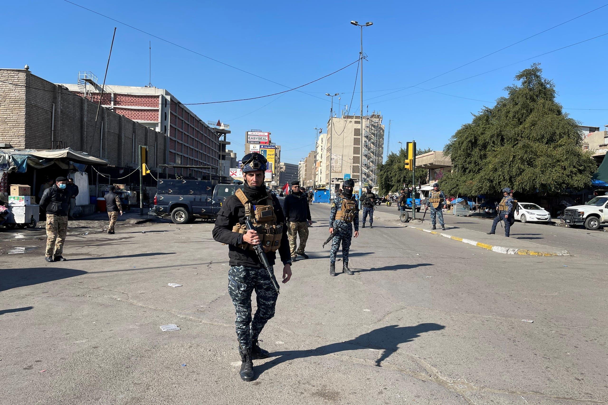 عناصر الأمن وسط بغداد (رويترز)