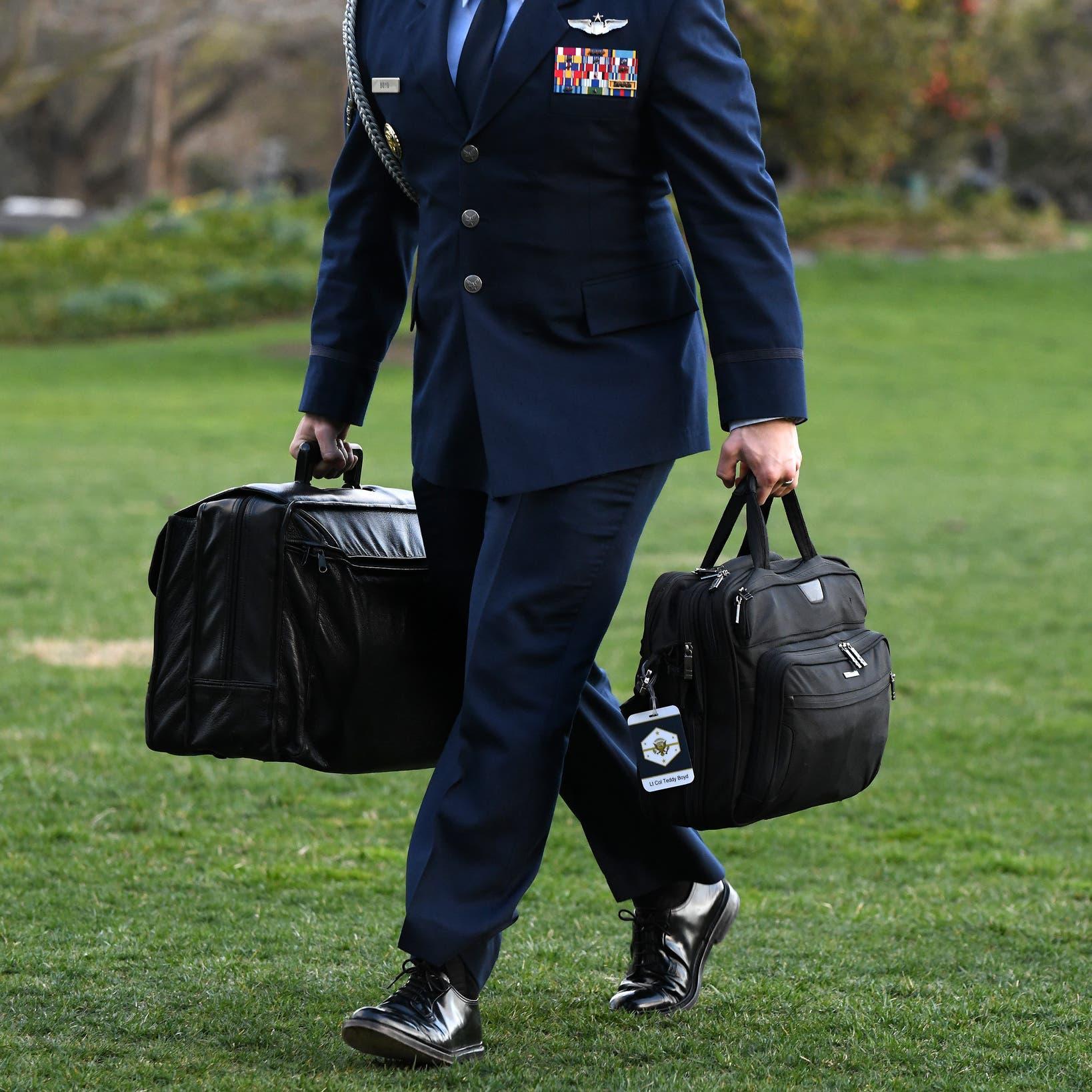 ترمب أخذ حقيبة النووي معه.. فكيف تسلم بايدن الفوتبول؟