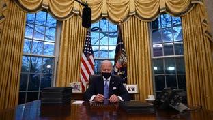 أزال صورة لترمب.. بايدن يرتب مكتبه البيضاوي