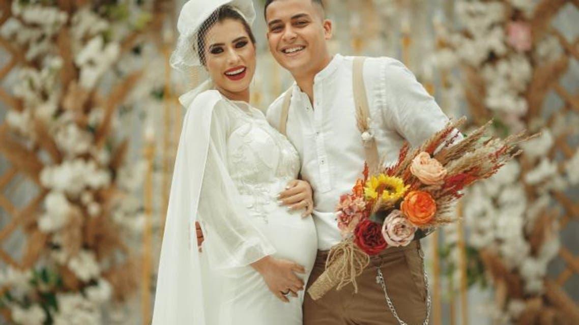 العروس والعريس حامل