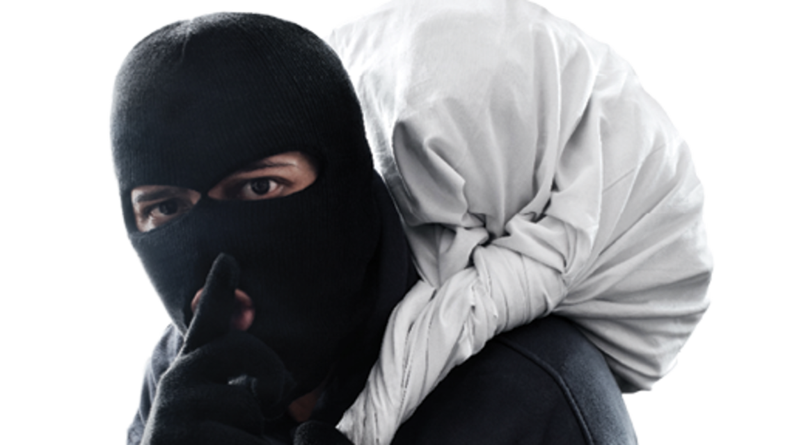 دستگیری دزد ناکام پس از گیر کردن در جاکولری