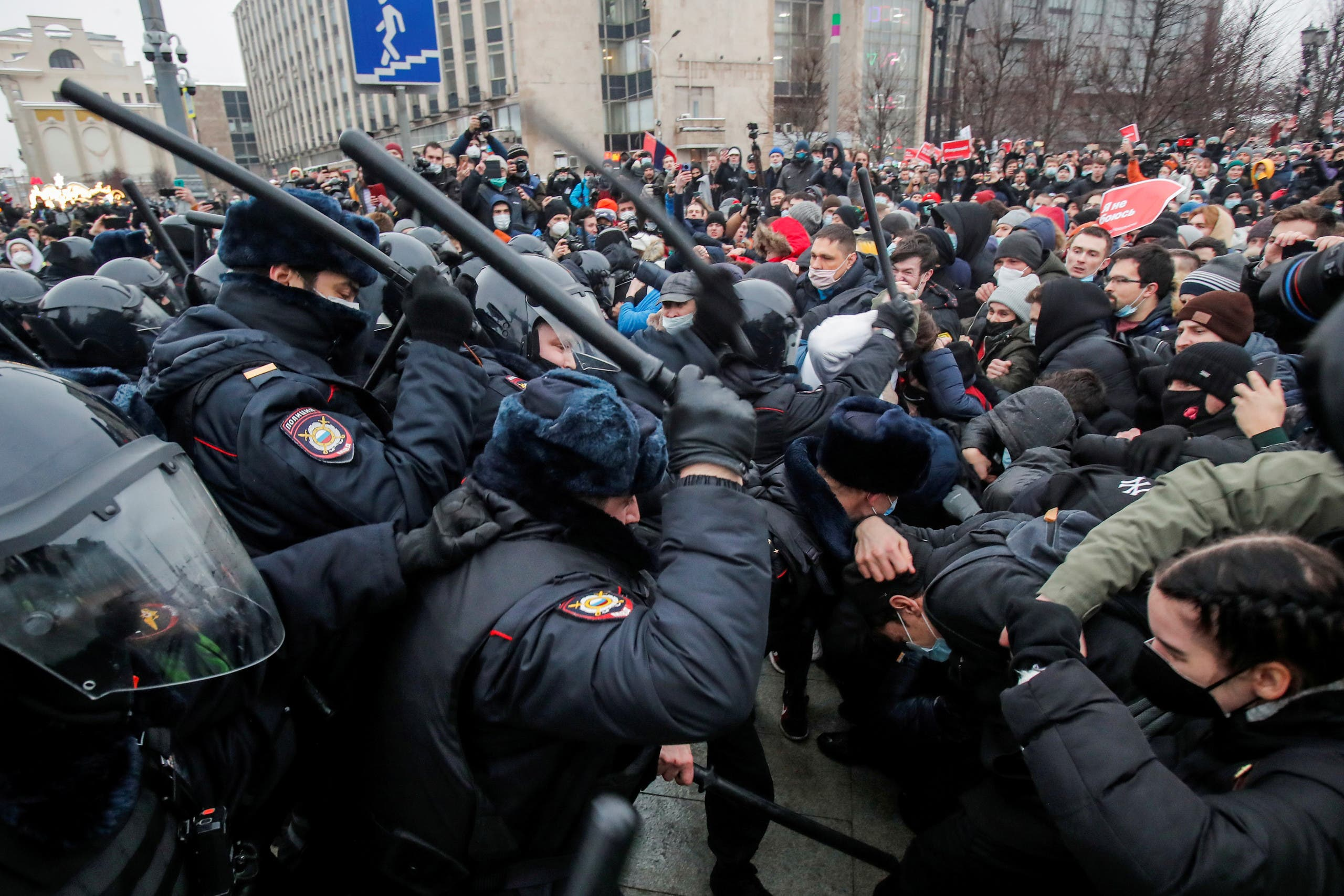 Law enforcement officers clash with participants during a rally in support of jailed Russian opposition leader Alexei Navalny in Moscow, Russia January 23, 2021. (Reuters)