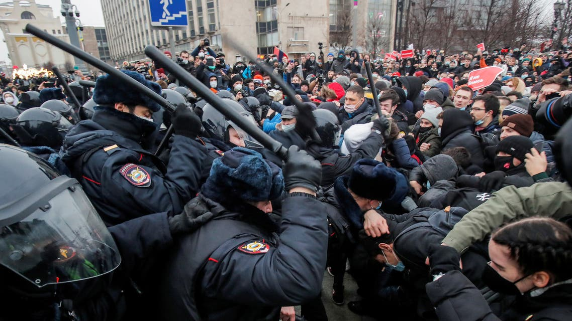 Law enforcement officers clash with participants during a rally in support of jailed Russian opposition leader Alexei Navalny in Moscow, Russia January 23, 2021. REUTERS/Maxim Shemetov