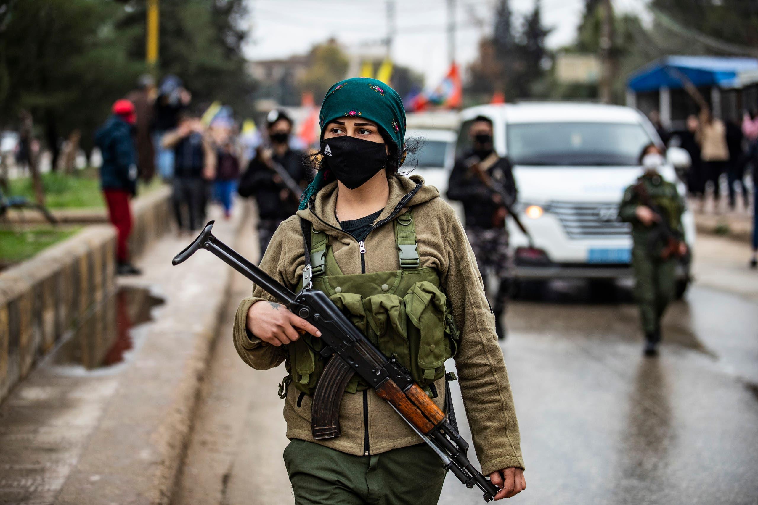 عنصر من قوى الأمن الداخلي الأسايش يوم 20 يناير 2021 في القامشلي